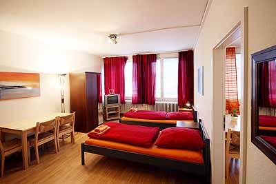 appartement city7 raumansicht einzelbetten esstisch