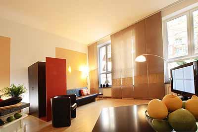 appartement loft raumansicht helles zimmer schlafcouch esstisch