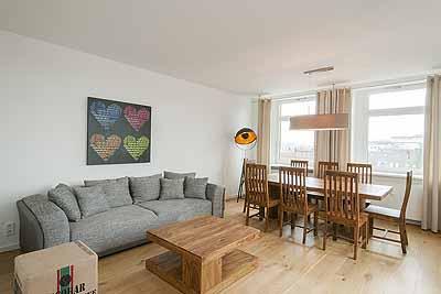 appartement ontop wohnbereich essgruppe sofa couchtisch hell