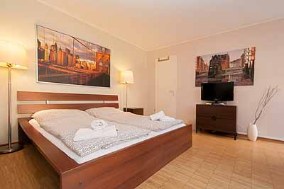 appartement studio doppelbett bild tv