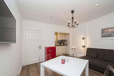 appartement k12 raumansicht couch tisch
